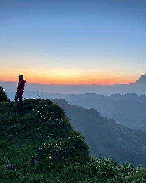 Die Sonne wünscht gute Nacht 🤩 Traumhafte Sicht beim Sonnenuntergang auf 2090m . ...