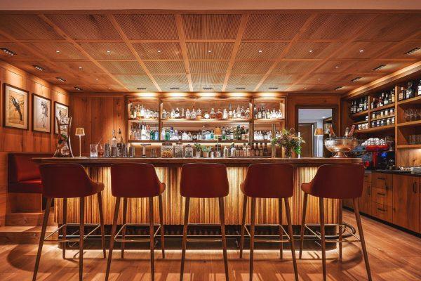 Treffpunkt Austria-Bar: Vor dem Abendessen gemütlich zu einem Aperitif oder nach dem Abendessen zu einem Digestif -...