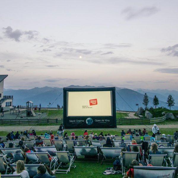 🍿 🎧🏔 Silent Cinema im Brandnertal / Palüdbahn Bergstation Österreichs größte Sommerkino Tour ...