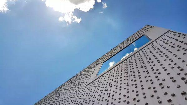 #architektur Fassade des Vorarlberg Museums in Bregenz mit seine 16.656 Rosette. Optisch wirken ...