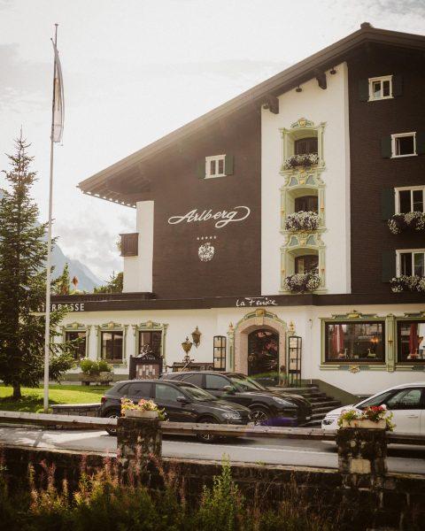 A weekend well spent ☀️ Have a lovely Sunday ⛰ #HotelArlbergLech #Lech #Sonntags ...