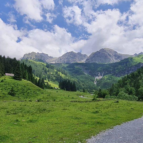 Friendshipgoals 🧗 Spontaner Kurztripp in die sehnlichst vermissten Berge. #kleinwalsertal #mittelberg #mindelheimerklettersteig #fidererpasshütte ...