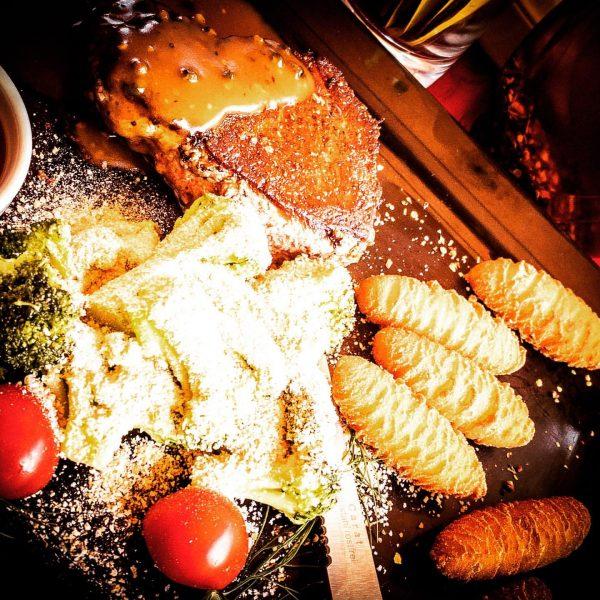 Steak time #dorfschenke #brand #lecker #biketrip #brandnertal #energietanken #refillenergy #berge #sonne #urlaubindenbergen ⛰ 🚴 ☀️🥾