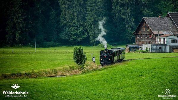 #bregenzerwaldbahn #museumsbahn #wälderbähnle #vorarlberg #visitvorarlberg #bregenzerwald #visitbregenzerwald #bezauimbregenzerwald #schwarzenbergimbregenzerwald #nostalgiefahrt #bahnfahrt Wälderbähnle