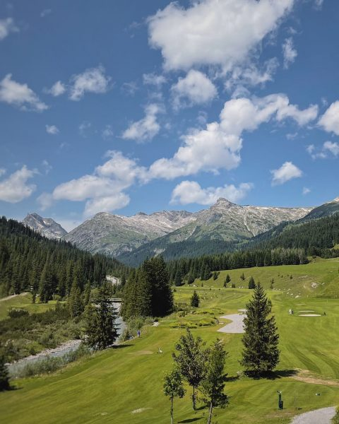 This 248m hole is a par 4 but at this elevation you can ...
