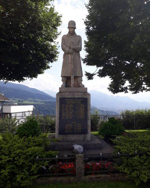 Bildstein Kriegerdenkmal Das Kriegerdenkmal neben der Basilika Maria Bildstein hat etwas Unzeitgemäßes. Es ...