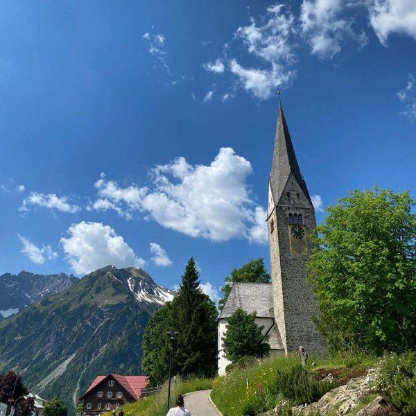 #kirchturm #mittelberg #besteaussicht #holadiho #panorama #sommer #bubblyclouds #latergram #juni #june #igersnürnberg #igersnürnberg_on_tour #kleinwalsertal ...