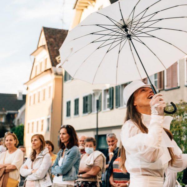 """Ein Theaterspaziergang durch Hohenems Nach dem großen Erfolg der Produktion """"Die Sehnsucht der ..."""