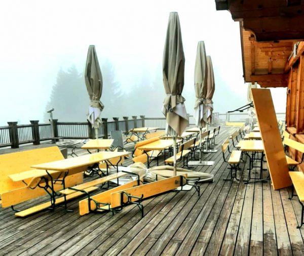 Der Wind, der Wind... nach dem Gewittersturm gestern... 🙈😏 #selanfi #makingof #muttersbergseilbahn #meinvorarlberg ...