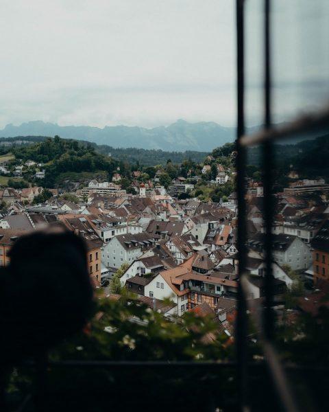 Unbezahlbarer Ausblick auf Feldkirch. Wir wünschen euch einen guten Start in den August! ...
