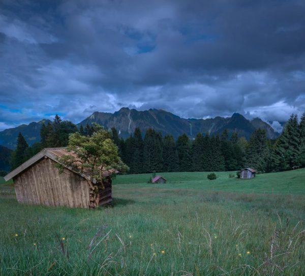 An diesen Hütten sind wir vorbei gekommen, als wir aus der Breitachklamm Richtung ...