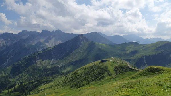 Blick vom #fellhorn zur #kanzelwand . . . #fellhorn #kanzelwand #kleinwalsertal #gratweg #bergliebe ...