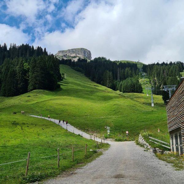 Tolle Wanderung vom Parkplatz Auenhütte ( #Ifen) über Melköde zur #schwarzwasserhütte mit Übernachtung. ...