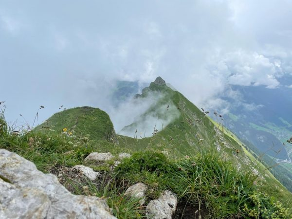kraxeln #bregenzerwald #wanderlust #auffeaufnberg #au #kanisfluh #gipfelstürmer #freiwieeinvogel #naturpur #bergliebe #gipfelkreuz Kanisfluh