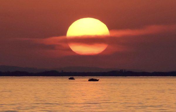 Fast wie Jupiter präsentiert sich die Sonne an diesem Abend!Freude pur 🤗 #Die ...