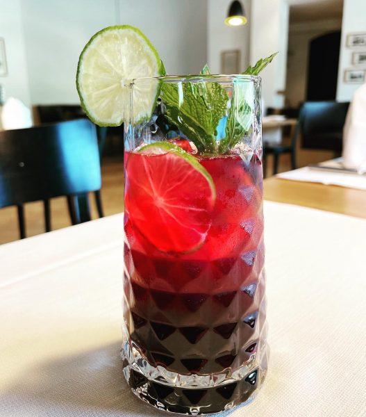 Wir mögen ihn! Unser Drink des Monats Heidelbeer Gin Fizz! Cheers