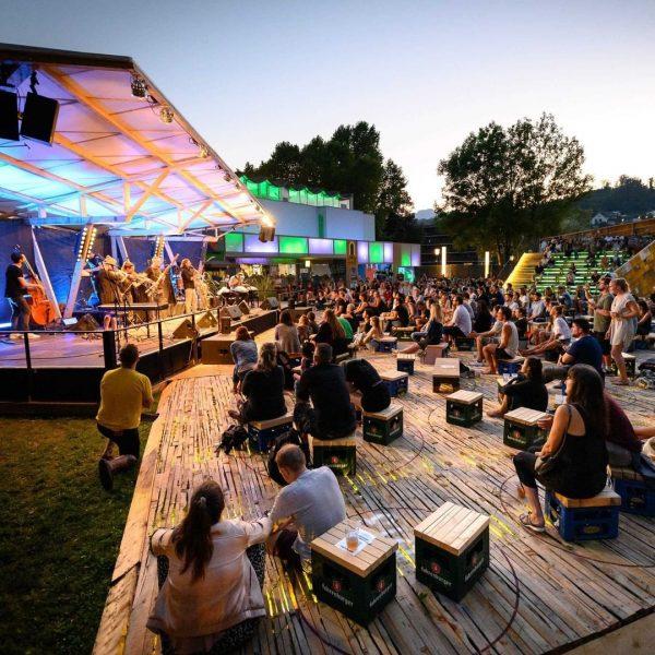Grandios: Das Poolbar Festival im Alten Hallenbad in Feldkirch. Bis zum 15.08.2021 bebt ...