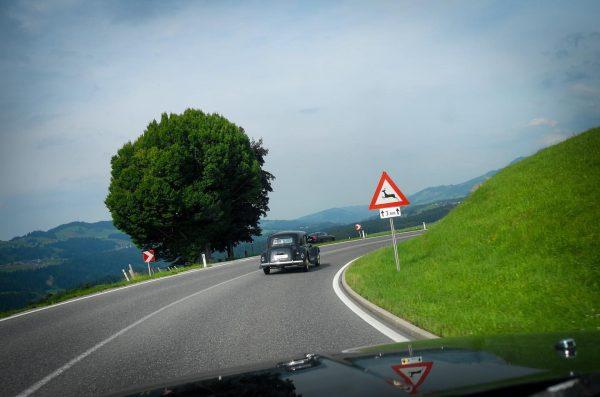 On the road #käsestrassebregenzerwald #classiccars #oldtimer #citroen11cv #bregenzerwald #vorarlberg #urlaub Alberschwende