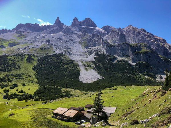 One of the many nice views when walking to the Lindauer hütte. #latschau ...