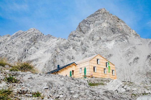 ▶️ Eine Alpenvereinshütte ist kein Hotel ◀️ Der Fokus bei Alpenvereinshütten als Bergsteigerunterkunft ...
