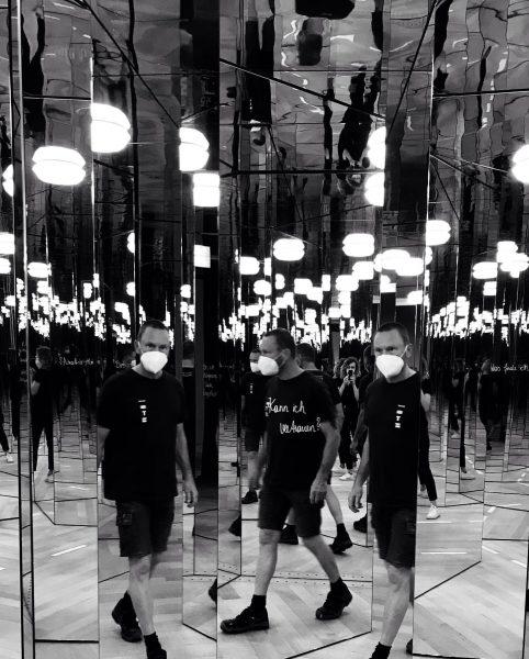 Auch schon im Spiegelkabinett verirrt?🙃 #aufeigenegefahr #spiegelkabinett #abenteuer