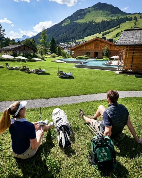 Whether it's golf, hiking, e-bike tours or climbing - here on the Arlberg, ...