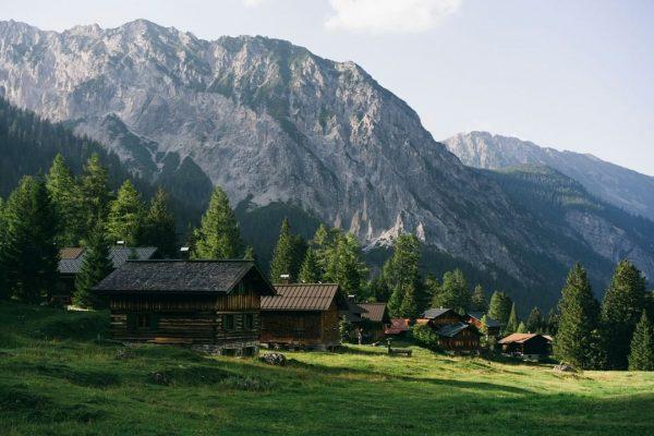 Picture-perfect 🙌⛰😍 #happyweekend #collectmoments #mountainlove #visitvorarlberg #myvorarlberg 📸 @dominicberchtold Nenzinger Himmel