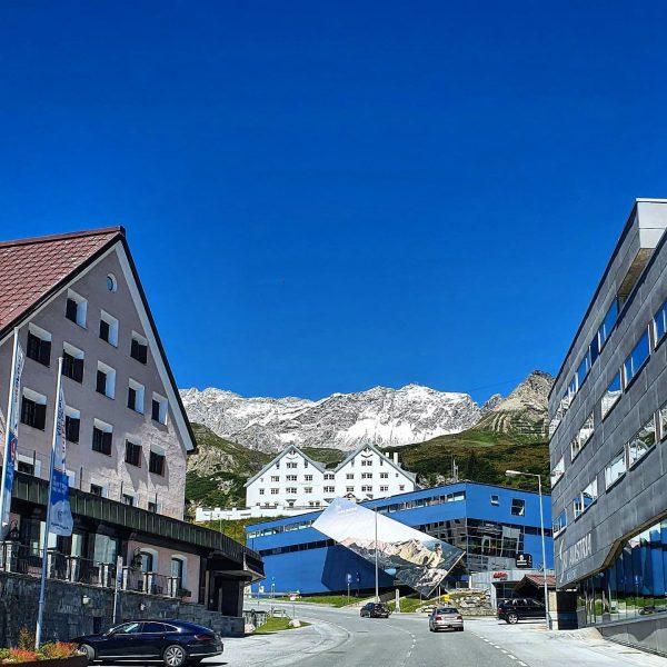 Blue white Arlberg moments...😇 . . #onearlberg #mountains #snow #nosnownoshow #arlbergtrail #stchristoph #stantonamarlberg ...