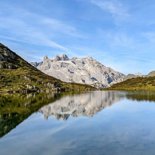 Die 3 Türme spiegeln sich im #Tobelsee 😍 heute auf der Wanderung zur ...