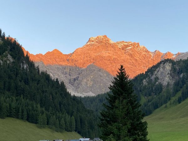 Es herbstelt… #nofilter #alpenglühen #nenzingerhimmel #theendisnear Nenzinger Himmel