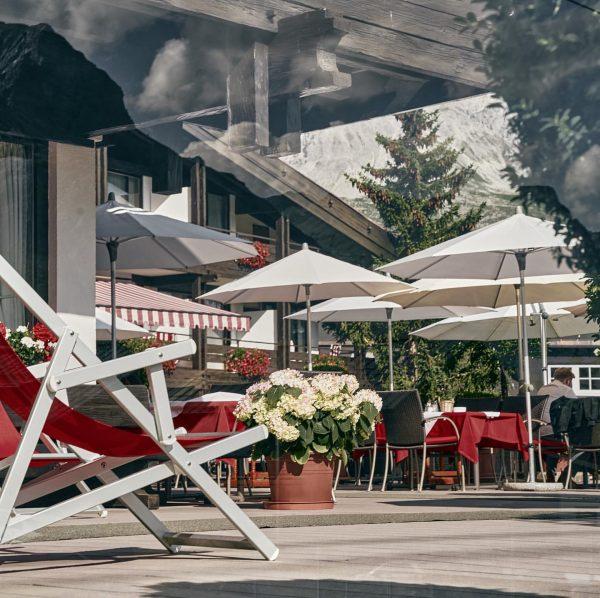 Lunchtime auf der BURG Terrasse ☀️ #lech #burghotelmoments #lechzuers #meinvorarlberg #oberlech #sonnenterrasse #arlberg ...
