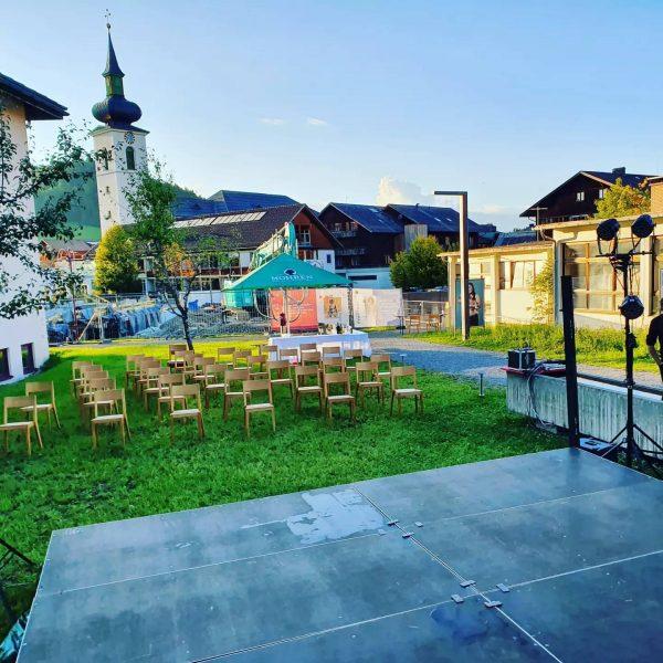 Um 20:00 geht's los mit der 1. Veranstaltung der Festspiele im Bregenzerwald.