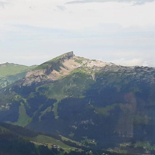 Blick von der Kanzelwand, Bergstation, hinüber zum Hohen Ifen 🚠🥾⛰🇦🇹 #Österreich #Österreichliebe #Kleinwalsertal ...