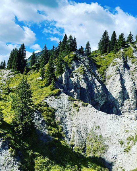 """Durch das Naturschutzgebiet """"Gipslöcher"""" in Lech, Voralberg ⛰ Die Wanderung startete an der ..."""