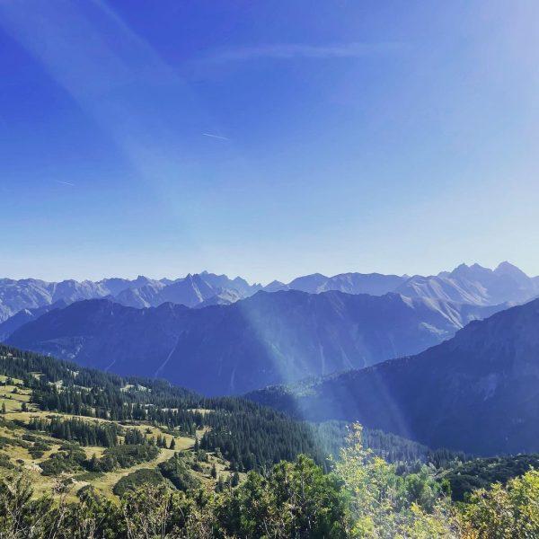 #kleinwalstertalliebe #kleinwalsertal #berge #kanzelwand #bergmomente #bergmädchen #bergweh #bestezeit #ruhegenießen