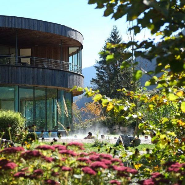 ...durchatmen...auftanken...entspannen... So genießen Sie jetzt fröhliche Herbsttage bei uns in Bad Reuthe! . ...
