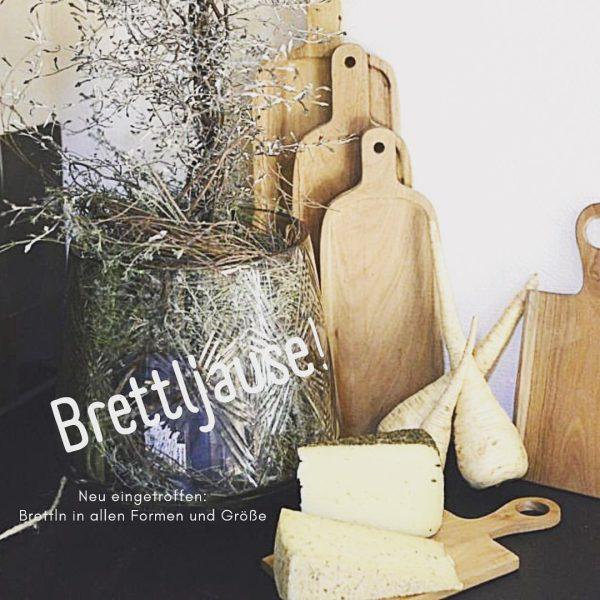 Mit einem schönen Holzbrettl schmeckt jede Jausen noch besser! #käsegenuss #käsestrassebregenzerwald #dasbregenzerwälderkäsehaus #brettljause ...