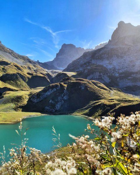 #zuersersee #autumndays #meinvorarlberg #mylechzuers #moon_mountains #nature #batpixs_nature #bergsammler #bestmountainartists #visitvorarlberg #venividivorarlberg #visitaustria #loves_austria ...