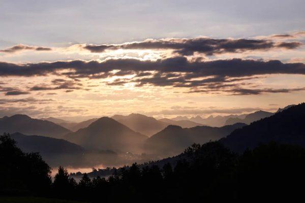 Todays sunrise ☀️ Powered by @foto.hebenstreit #nikon #nikonz6 #nikonphotography #landschaftsfotografie #landscapephotography #sunrise #bildstein ...