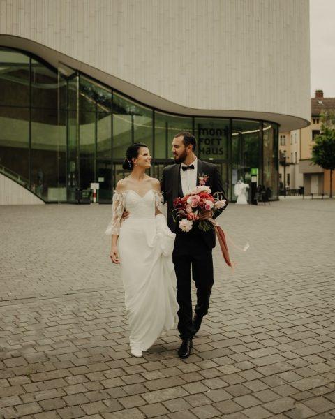 Verregnete Hochzeit? Kein Problem, wenn die Location passt.😉💯 Planung, Dekoration & Floristik: @liebeleih ...
