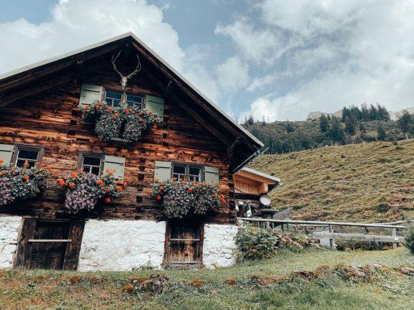 Die beste Akku-Ladestation für die Seele. . . #kleinwalsertal #mittelberg #fluchtalpe #vorarlberg #visitvorarlberg #bergwelten #discovertheworld #wanderlust #bergliebe...