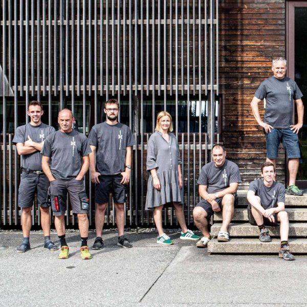 Erfahrung und Frische 11 Mitarbeiter beschäftigt Wolfgang Meusburger, darunter drei Lehrlinge. Seine Schwester ...