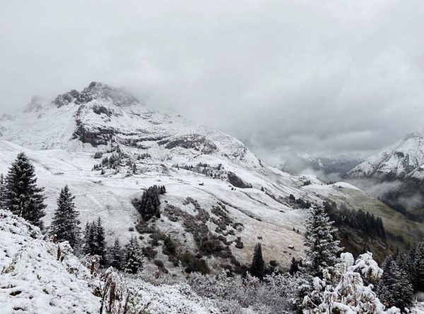 Not quite ski-able, but still excellent hiking conditions in Oberlech that reward with ...