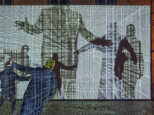 David Reumüller: Parasite Rückseite Montforthaus @davidreumueller Der österreichische Künstler legt durch die Verschränkung ...