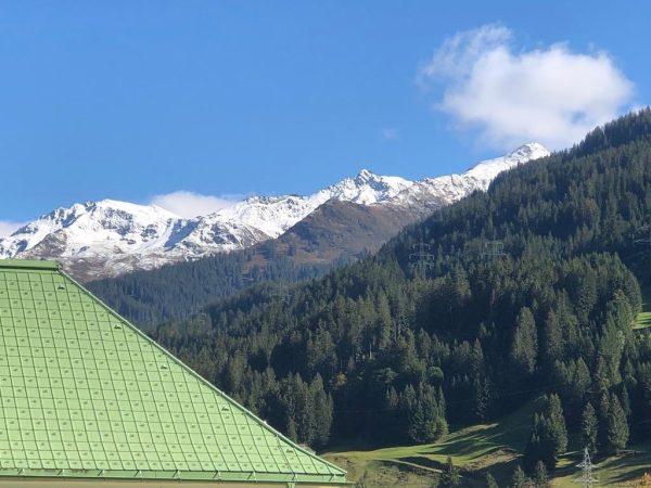 Der erste #Neuschnee am #Arlberg ist zu sehen vom T3 Sportclub #Spullersee in ...