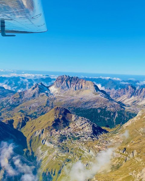 Rote Wand 2.704m #rotewand #lechtal #vorarlberg #visitvorarlberg #austria #highpeak #rundflug #rundflugteamflugplatzhohenems #flyingvorarlbergexpert #loih ...