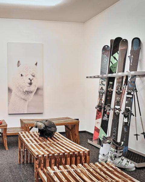 Skier anschallen uns los geht's ⛷ Die Hohe Welt liegt inmitten der traumhaften ...