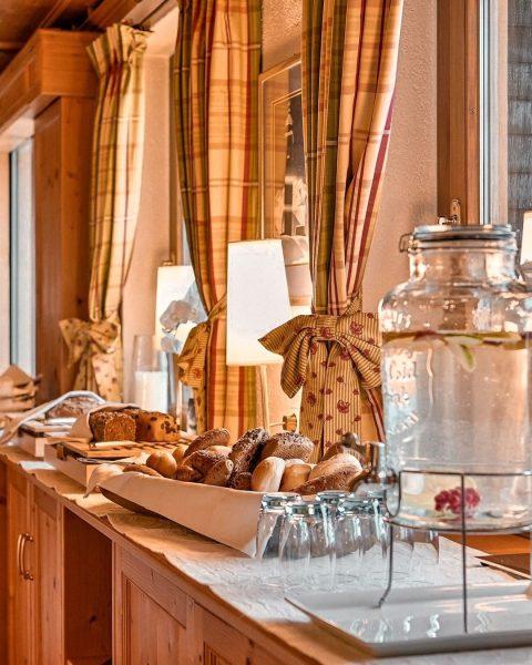 In unserer Halbpension inkludiert ist ein reichhaltiges Frühstücksbuffet (mit Early Morning Tea and ...