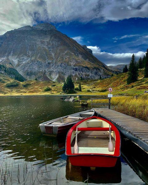 Ganz am Ende des Bregenzerwaldes, inmitten der Lechtaler Alpen und umgeben von mächtigen ...