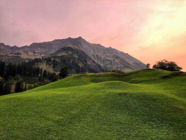 Es Herbstelt 🍃🍁 ⛰ #alpen #thealps #mountain #mountains #berge #bergliebe #bergsommer #kleinwalsertal #lechtal #vorarlberg #austria #österreich #bluesky...